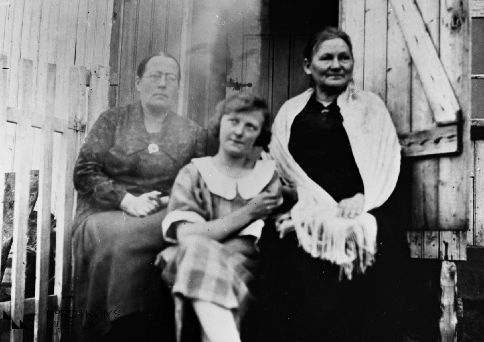 Karine Pedersen, Petter Stark's sønnedatter, Jenny Paulaharju, Skibotn