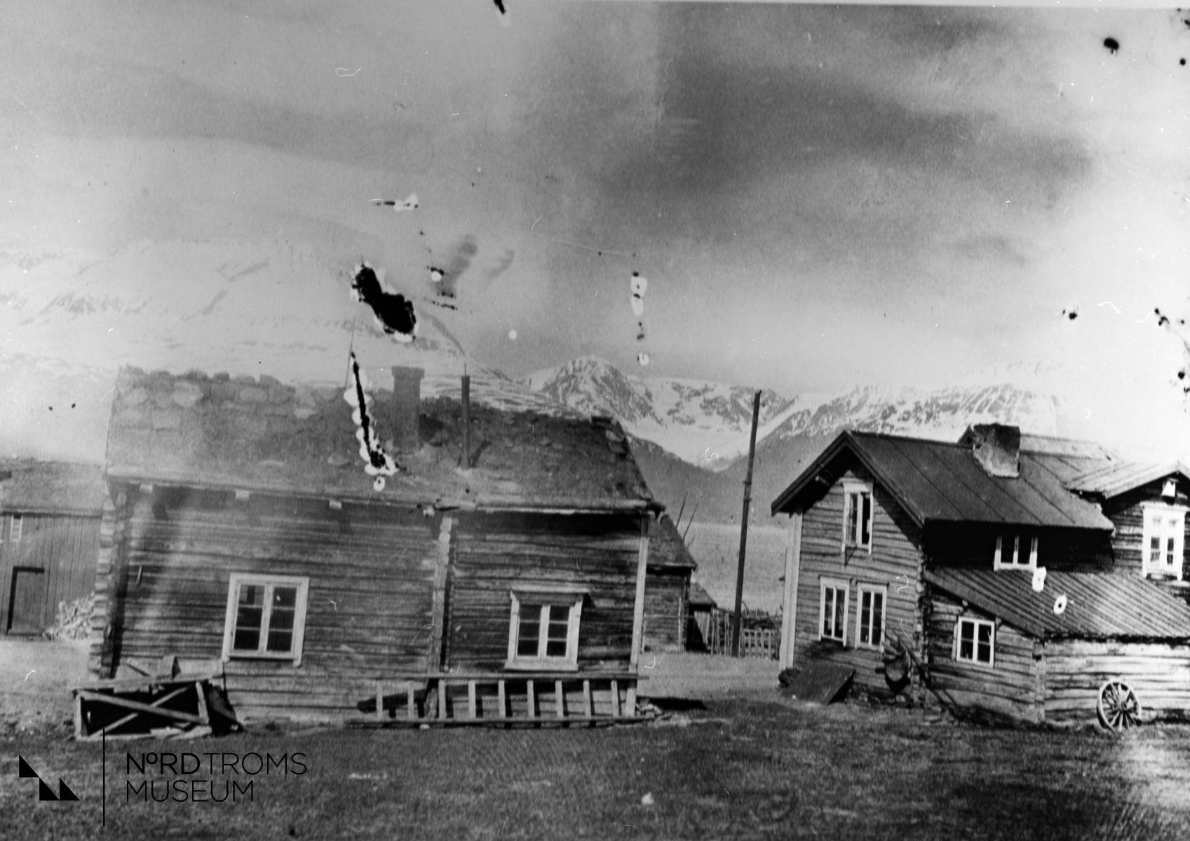 Et lite hus fra Markkina (Markedsplassen). 1. Erik Seppolas sjå 2. Pohjanen - stua, 3. Edvard Henriksens hus, 4. Erik Seppolas hus. Skibotn