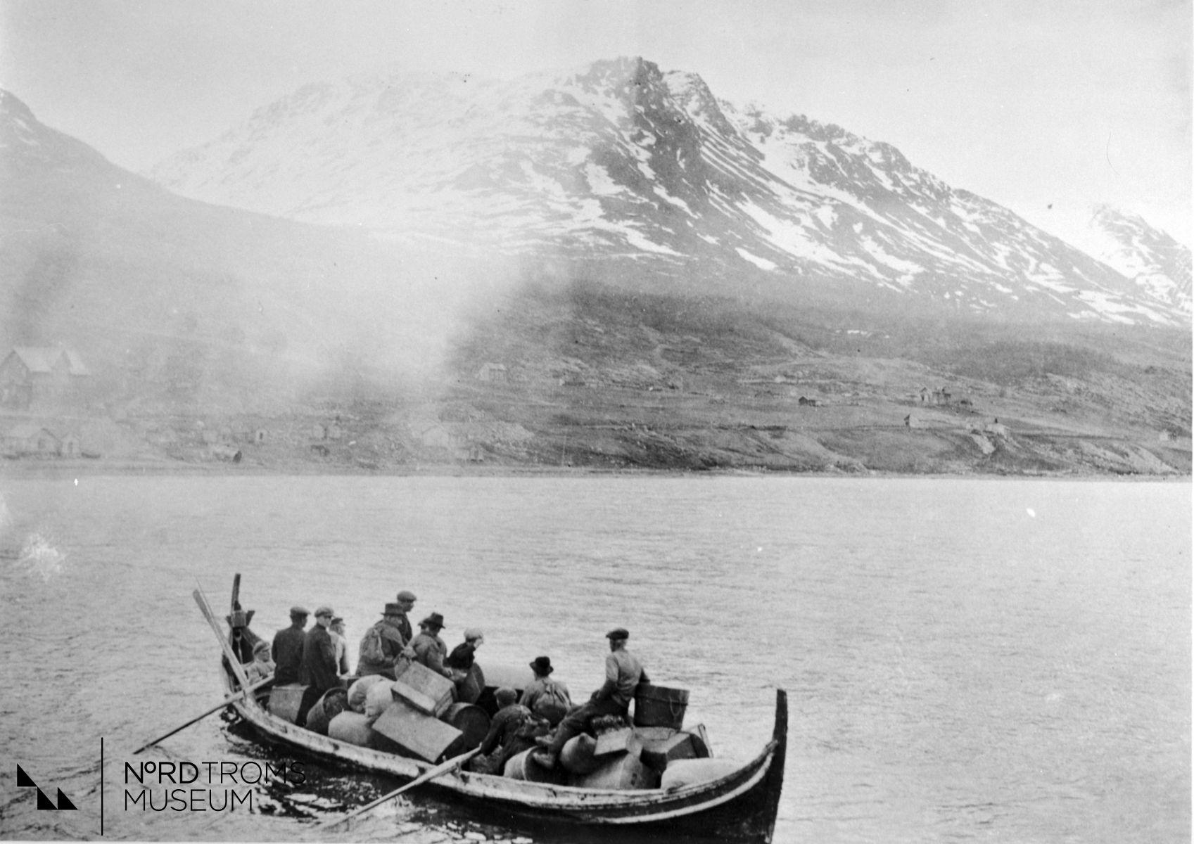 Fiskere fra tur på vei hjem Birtavarre Kåfjord