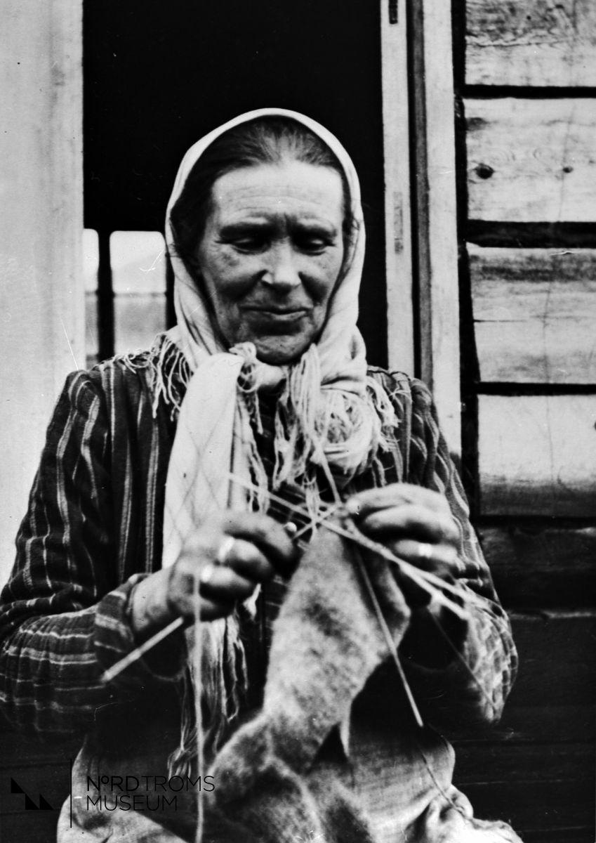 Maria Moilanen. Gift med Mathis Jakobsen, Hallen, de hadde 8 barn og 1 stesønn.