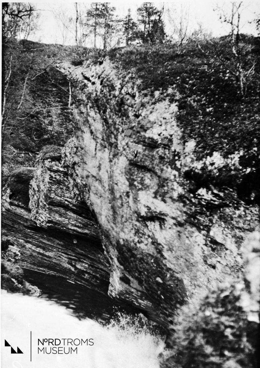 Sahavaara, Pikku helvetti. (Sarafjellet, lille helvette.)